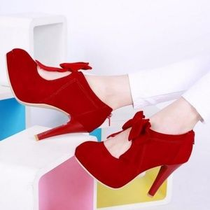 Pixie Cove Shoes - Like new red pumps with bows